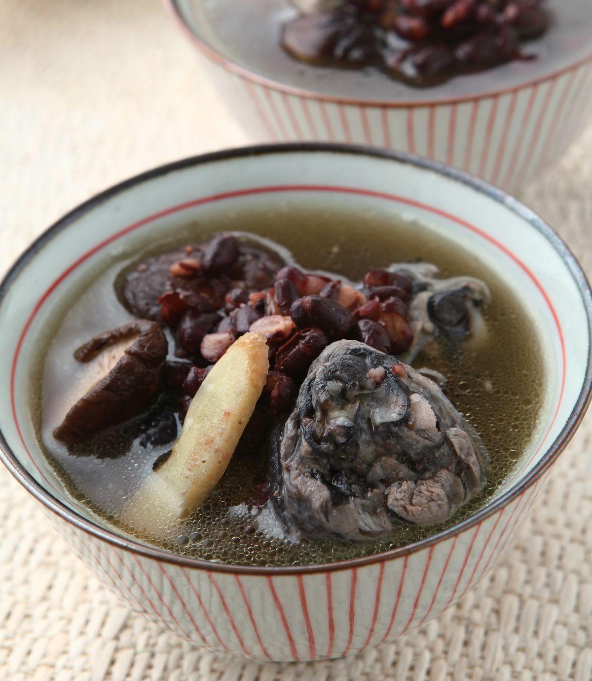 紅豆烏骨雞湯(1)